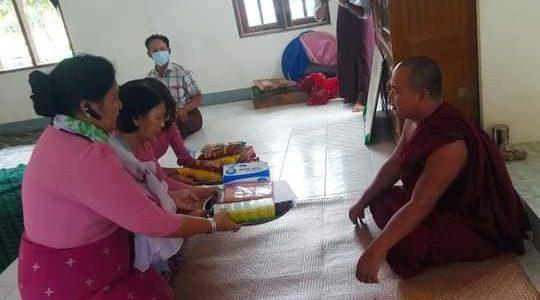 အမရဝတီဘုန်းကြီးကျောင်းသို့ သွားရောက်လှူဒါန်းခြင်း